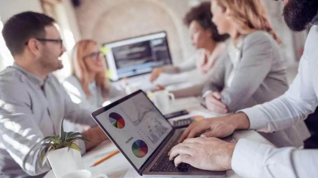 Contabilidade consultiva sendo aplicada dentro de uma empresa