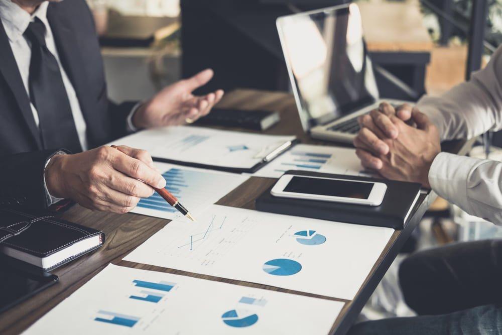 Escritório de contabilidade trabalhando no processo de consultoria contábil