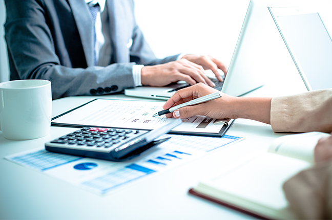 Dupla de contadores especializados em consultoria contábil